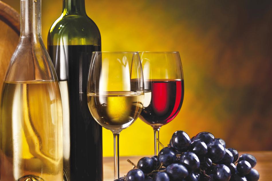 vino bicchieri e bottiglie