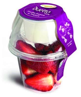 Duetto Mix, la confezione con frutta fresca e yogurt naturale, uno spuntino sano e pronto al consumo