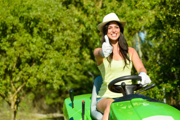 8 marzo e donne su trattore