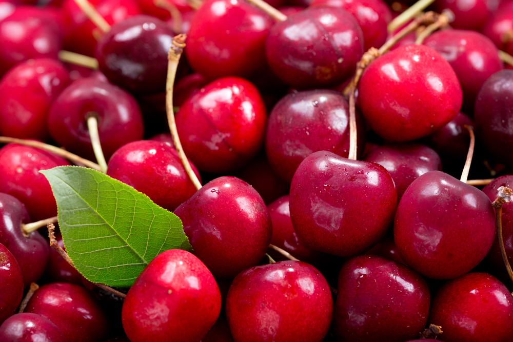 Su i prezzi delle ciliegie, giù albicocche e fragole